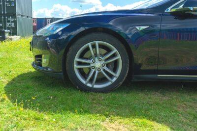 Tesla Model S 85 wheel